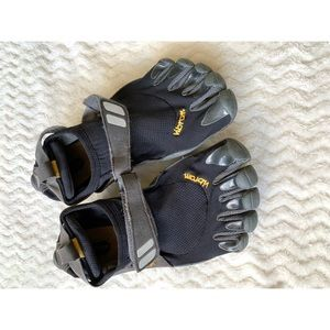 Gibran 5 Finger Athletic Shoes Size 41